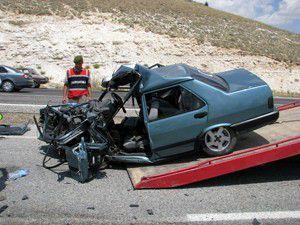 İki otomobil birbirine girdi: 7 yaralı