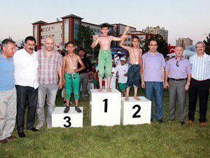 Selçukluda güreş şampiyonası yapıldı