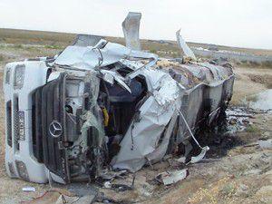 Tankerin devrilmesiyle sürücü yaralandı