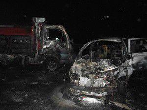 Çarpışan iki kamyonet yandı: 1 yaralı