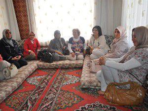 AK Parti Kadın Kollarından beldelere ziyaret