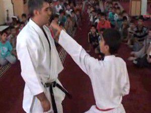 Camide çocuklara karate kursu