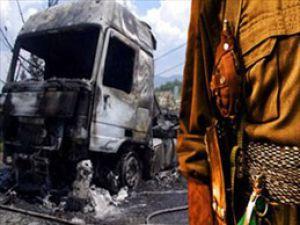 Teröristler bu kez erzak araçlarını yaktı!