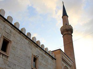 Turistlerin ilgi odağı Eşrefoğlu Cami