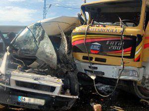 Ağrıda kaza: 13 ÖLÜ