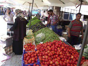 Semt pazarlarında Ramazan hareketliliği