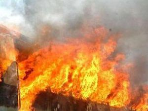 Hindistanda tren yandı: 47 ölü