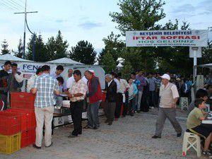 İftar çadırında 750 kişiye yemek