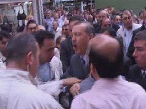 Yumruk yiyen Erdoğanın canı yandı