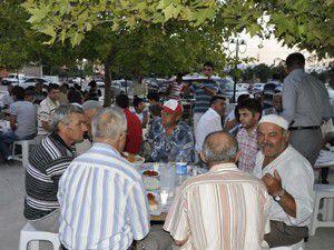 Ortakaraörede 500 kişiye iftar yemeği