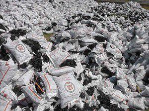 Fakirlere dağıtılacak kömürlerin torbaları dağıldı