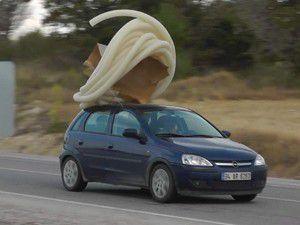 Yük taşıyan araçlar yollarda tehlike saçıyor