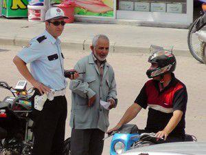 Kasksız motosiklet sürücülerine sıkı takip