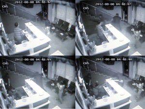Otel görevlisini darp anı güvenlik kamerasında