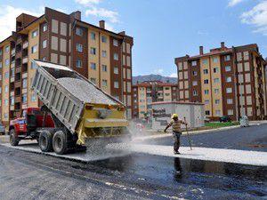TOKİ yolunda asfalt çalışması