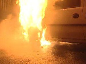 Park halindeki araçta yangın çıktı