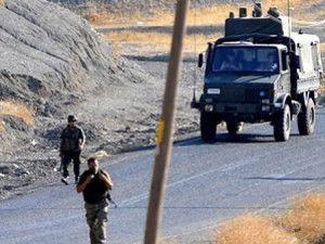Askeri araçlara mayınlı saldırı düzenlendi