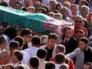 Erdoğan teyzesinin cenazesinde konuştu