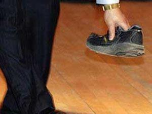 İkinci Ayakkabı Kime Fırlatıldı?