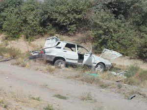 Otomobil devrildi; 1 ölü