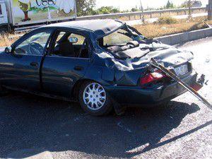 3 araç birbirine girdi; 8 yaralı
