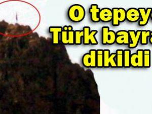 Mehmetçik Türk bayrağını dikti