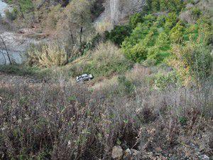Otomobil uçuruma yuvarlandı: 5 ölü
