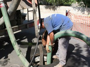 Koski kanalizasyon şebekelerini temizliyor