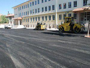 Karatayda okul çevreleri asfaltlanıyor