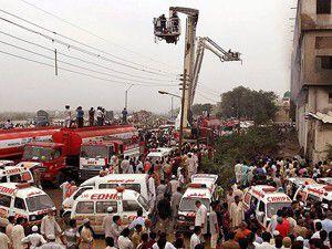 Pakistan yangınlarla sarsıldı:128 ölü