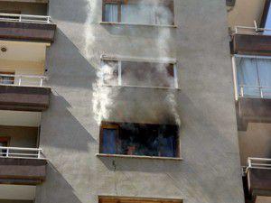 Öğrenci evi yandı