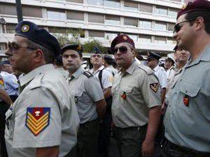 Yunanistanda askerler de sokağa indi