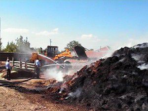 60 ton saman yandı