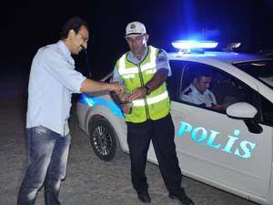 Polisten sürücülere kolonyalı şekerli uyarı