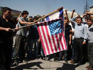 Amerika ve İsrail bayrağı yakıldı