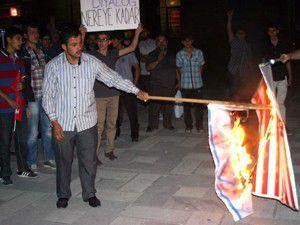 İsraile tepkiler gece de devam ediyor