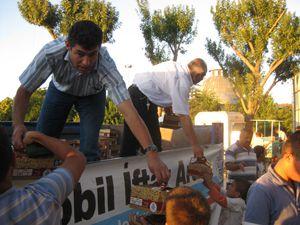 Selçukluda 30 bin kişiye mobil iftar
