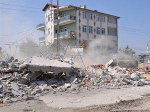 Antalya Çevreyolundaki kaçak yapılar yıkılıyor