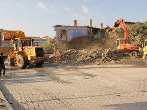 Ereğlide eski binalar yıkılıyor