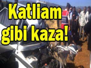 Minibüsle otomobil çarpıştı: 3 ölü!