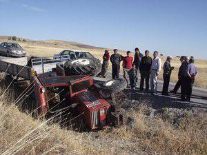 Kuluda traktör devrildi:1 yaralı