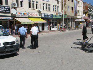 Konyada polis aracı motosikletle çarpıştı