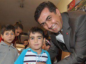 Meram Belediyesinden öğrenciye kırtasiye yardımı
