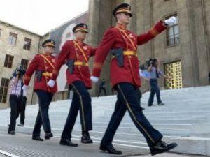Meclis Polisinin Üniforması Değişti