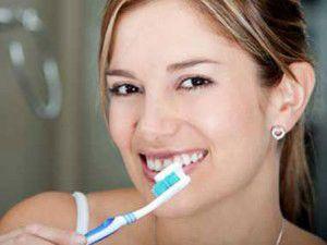 Dişlerini fırçalayan bunamaktan kurtuluyor
