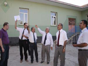 Kaçmaz, okul inşaatlarını denetledi