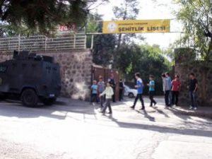 Diyarbakır ve Şırnakta PKK Okullara Saldırdı