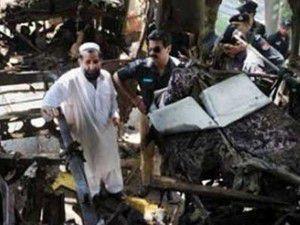 Pakistanda çarşıda şiddetli patlama