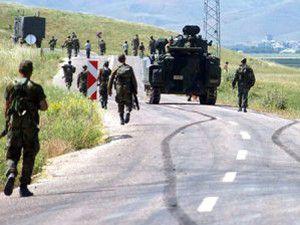 Sınırda kaçakçılarla asker arasında çatışma