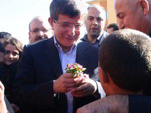 Bakan Davutoğlundan esnaf ziyareti